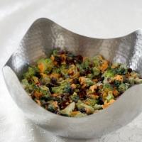 Cheddar Peynirli Brokoli Salatasi